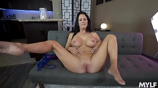 Reagan Foxx uses a dildo to reach strong orgasm on the couch