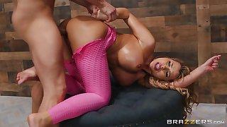 Instead of massage horny Nina Milano gets a hard masseur's penis
