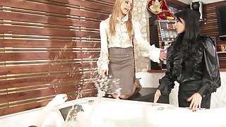 Anissa Kate is ready for a lesbian group for friend's birthday party