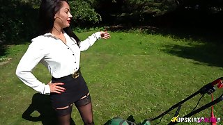 Kinky exhibitionist loves rubbing clit right in the middle of the park