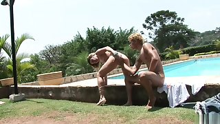 0827_Young guy inserts huge fist in wet cunt's girlfriend