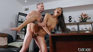 Sweetie screams her heart out during her first office fuck