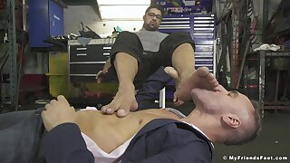 Bareback in pure foot fetish porn down at the garage