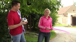 Sporty blonde teen babe Elvira gets cum after a workout in the woodland