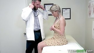 Cute lap patient Vienna Rose is analfucked by her flustered doctor