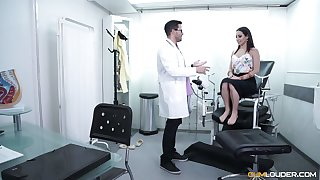 Gynecologist fucks and licks pussy of Spanish babe Lucia Nieto