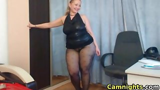 Horny milf showing lingerie and wet pussy live on webcam