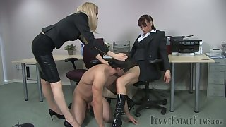 Dominant hoe Miss Miranda makes submissive dude eat her wet pussy