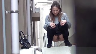 Asian babes piss in alley